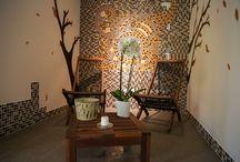 Lotus SPA: Sauna, Jacuzzi si Masaj / SPA LOTUS te îmbie încă de la intrare la visare. Aceasta include saună uscată cu terapie de sare, hamam cu aromoterapie, masaj, o zonă de destindere cu şezlonguri şi un hot tub exterior. Aici apa şi ceaiurile sunt la dispoziţia turiştilor pentru o hidratare intensă.