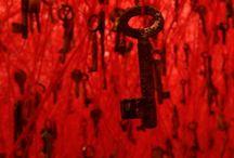 Chiharu Shiota / Chiharu Shiota, mémoire de sang et fils d'Ariane. Une artiste plasticienne pas si éthérée que cela !