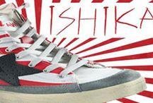 Ishikawa - Women's Shoes / La nuova collezione F/W 2013 presenta una graffiante e suggestiva linea che spazia dalle calzature, punta di diamante della linea, agli accessori, come le borse, sempre concentrandosi su uno stile vintage-metropolitano dai tratti cyber.