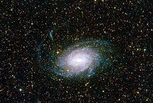 un buco nero nello spazio tempo