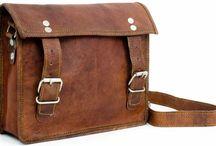 Sac en Cuir Artisanal / Des photographies de sacs utilisant des techniques artisanales de traitement du cuir et/ou de création.