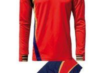 Piros-Kék-Arany Sportfelszerelések / Piros-Kék-Arany Sportfelszerelések. Piros-Kék-Arany Sportfelszerelések nagy választékát találja itt meg nálunk a http://istenisport.hu/ weboldalon. Ide tartoznak a focimezek, sportszárak, utazó -edzőmelegítők, szabadidős és divatruházat is, és még sorolhatnák mi minden. Természetesen ide tartoznak más sportágak is, kézilabda, kosárlabda, röplabda többek között, valamint az egyéni sportolók sportfelszereléseik, egyedi arculatra kialakítva.