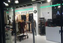 Amara te Rijswijk / 00%FLOORS heeft modewinkel AMARA voorzien van een prachtige 100%PU2 gietvloer. Samen met de opdrachtgever is gekozen voor een witte glanzende gietvloer (Ral 9016). Het eindresultaat is prachtig.