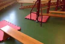 Peuter-kleutergym/Lekker Fit opstellingen speellokaal.