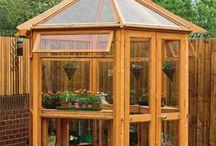 Drewniane szklarnie ogrodowe / www.jagram.com.pl