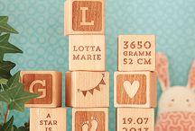 Dekoration Holzwürfel / Gravierte Holzwürfel als schlichte Dekoration für Kinderzimmer. Einzeln oder als Set ein hübsches und ganz persönliches Geschenk zur Geburt und Taufe.