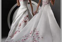 Pretty Dresses / by Liz Dawson