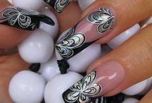 Ecco I fiori sulle unghie / E una nail art molto primaverile