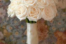 Flower arrangements / by Ros Hollaardt