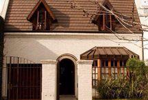VENTA/CASA Echeverría entre Ramsay y Dragones, Belgrano, Código: CHO77191 / #VENTA, #CASA, #COCHERAS, #BELGRANO, #COVELLOPROPIEDADES VENTA/CASA Echeverría entre Ramsay y Dragones, Belgrano, Código: CHO77191 Superficie total: 415.00 m² Ambientes: 5 Dormitorios: 4 Baños: 2 Antigüedad: 25 años Cocheras: 2 Casa a metros del Lago de Palermo. Terreno de 8,66 x 32,90. Zonificación U23. http://www.covello.com.ar/propiedad-77191-Casa-en-Belgrano