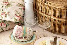 Picnic Time / Lovely picnic inspirations for food, baskets and settings