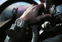 """BREITLING """"COCKPIT B50"""" / Con il """"Cockpit B50"""" Breitling firma un autentico strumento per professionisti, progettato per accompagnare gli aviatori in tutte le loro missioni. Il Cockpit B50 è, infatti, un cronografo elettronico con indicazione analogica e digitale che concentra in sé tutte le funzioni utili ai piloti professionisti."""