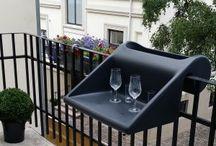 balKonzept / balKonzept ist eine Kombination aus Balkontisch und Pflanzbehälter.  Das aus recyclebarem Kunststoff gefertigte Produkt wird einfach über das Balkongeländer gehängt.  Designed in Berlin, Made in Brandenburg.  https://youbrain.de/product/balkonzept/