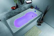 Éclairage DEL de couleur dans la salle de bain / Voici quelques idées pour intégrer l'éclairage par des lumières DEL de couleur au sein de votre salle de bain.