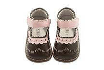 Jack and Lily / Jack and Lily vyrábí velice kvalitní celokoženou dětskou obuv již 25 let. Měkké a pohodlné botičky zaručují zdravý vývoj dětské nožky a zároveň jsou designové, stylové, prostě originální. Podívejte se na různobarevné kombinace s jedinečnou slevou až 30%.