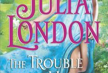 The Trouble with Honor / Passion and scandal collide in New York Times bestselling author Julia London's brand-new series about four sisters determined to rescue themselves from ruin…