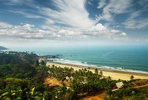 10 Reisetipps für Goa-Anfänger / Das indische Goa ist immer eine Reise wert: Egal, ob Sie auf der Suche nach Entspannung und traumhaften Stränden sind, sich ins bunte, pulsierende Nachtleben stürzen oder spektakulären hinduistischen Festen beiwohnen wollen. Wir verraten Ihnen zehn Tipps, mit denen Ihr erster Goa-Trip zu einem besonders schönen Erlebnis wird.