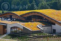 Realizacja - Białka Tatrzańska / Jako Park M zrealizowaliśmy kompleksowe zagospodarowanie terenu. Na terenie 6000 mkw zasadziliśmy krzewy, drzewa, trawniki. Wykonaliśmy urokliwy zielony dach z automatycznym systemem nawadniającym. Oraz zajęliśmy się ukształtowaniem terenu, budując na całym obiekcie drogi i chodniki.