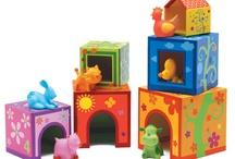 Djeco / Zabawki znanej francuskiej firmy, które swoim designem cieszą oko dużych, a małym dają ogrom radości z zabawy. Produkty wykonane z drewna, tektury, pomysłowe i ekologiczne.