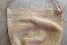 mono bolsas wichi / edición especial mono: bolsos y bolsitas de fibra de chaguar tejidas y teñidas a mano por las mujeres de la comunidad wichi de El Potrillo