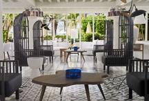 H10 Big Sur, Tenerife / Emplazado frente al mar, en Los Cristianos, el H10 Big Sur es un Boutique Hotel totalmente reformado, especializado en vacaciones para adultos. El hotel dispone del renovado Restaurante Blue Bay, el cactus Bar, pscina exterior, Despacio Beauty Centre y terraza Chill-Out. www.hotelh10bigsur.com / by H10 Hotels