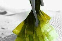 W kolorze zielono - czarnym. ..