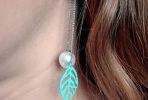 Oorbellen - www.zen2youshop.nl / De leukste spirituele oorbellen koop je toch echt bij www.zen2youshop.nl! Met dromenvanger oorbellen, boeddha oorstekers, veren oorbellen en nog veel meer. Neem snel een kijkje in de shop!