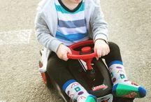 Ewers BobbyCar Kollektion / Rutschen, rasen, flitzen. Mit der tollen BobbyCar Kollektion von Ewers ist das Rennfahrer Outfit komplett