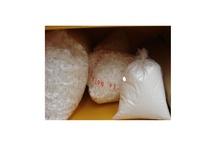 Material para protección y embalaje. / Papel kraft en rollos, papel plástico burbuja, papel de regalo en rollos, papel de seda en manos y colores, viruta de papel y de polipropileno, cordeles, precintos, pegamentos, cintas adhesivas. / by La Bolsera .