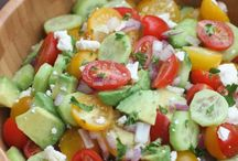 Salade tomates, concombres et avocats