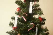 Weihnachtsimpressionen aus der kom:ma gruppe / Ein Blick hinter die Kulissen von Weihnachtsvorbereitungen der kom:ma gruppe. Von der Deko, über Karten und Weihnachtsfilme