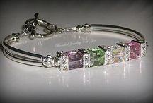 Bracelet rigide avec pierres transparentes
