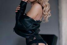 ✴✴■•Blonde in Black = Beautiful •■