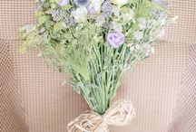 Spring/Summer Wedding Bouquets and Floral arrangements / Here are some Spring/Summer wedding floral ideas - By Julie Michaelsen Photography