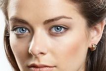 Голубые глаза темные волосы