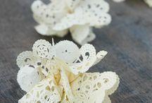 flores de papel y pompones