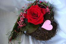 Valentinstag / Liebende Menschen schenken sich gerne Blumen. Wir sind das Blumengeschäft in Korschenbroich und bei uns bekommt Ihr Blumen und schöne Dekogeschenke!