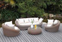 Un extérieur au top /  Succombez à notre sélection de salons de jardin pour profiter au mieux de votre jardin. Vous serez séduit par un large choix de styles : classique, design, contemporain… et par la qualité des matières de nos salons: résine tressée, bois, pvc, textilène, bambou ou tissu. Le salon de jardin de vos rêves au meilleur prix est sur vente-unique.com.