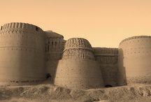 Castelli e fortificazioni.