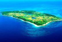 Les petites îles de Madagascar / Madagascar est environnée d'une nuée de petites îles toutes aussi belles les unes que les autres.