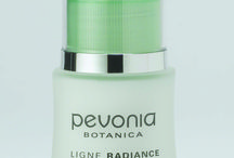 LIGHTENING LINE / For skin that has discolouration and pigmentation irregularities. Pevonia's Lightening Line is precisely formulated to be used only on healthy hyperpigmented skin. Treat these areas with a line that lightens and smoothes away imperfections while encouraging a more even-looking skin.