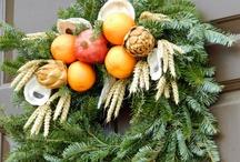 CHRISTMAS .... A WILLIAMSBURG CHRISTMAS /  A WILLIAMSBURG CHRISTMAS USING REAL FRUIT AND GREENERY