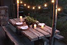 Repas en extérieur / Que se soit pour Noël ou pour d'autres repas en extérieur, cette pratique reste même en hiver très chic et sympa. Bien entendu si vous habitez dans une région fraîche voire froide, prévoyez des chauffages d'extérieurs et même des plaids pour vos invités les plus frileux. Que vous ayez un jardin ou une terrasse, vous pouvez profiter de cet espace pour une occasion particulière, vous pouvez également installer une tente pour garder la chaleur pour vos convives.