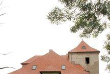 Nadácia záchrany a obnovy Senianskeho kaštieľa / Príďte, spoznajte a odneste si vlastný nezabudnuteľný zážitok z budovania histórie budúcnosti.  Radi Vás privítame  Drahomíra Hlohinová Seniansky kaštiel, Senné 7, 072 13 Palín, +421 903 632 449, hlohinova@centrum.sk