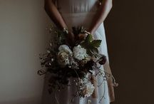 M O O D Y  W E D D I N G / Moody and romantic wedding inspiration with beautiful dark florals