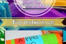 Peek at the Week: An Early Learning Plan / A weekly early learning & homeschooling plan that is play based with book themed curriculum and arts & crafts on Bisforbookworm.com