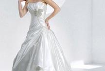 wedding dresses / by Mimi Sanjuanita