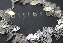 Bijuteria / Pulseiras, colares e brincos para oferecer em ocasiões especiais! #colares #colares #brincos #bijuteria