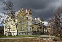 Kłonice - Pałac /  Pałac w Kłonicach wzniesiony w 1577r., pierwotnie jako dwór renesansowy. Pałac kilkakrotnie przechodził z rąk do rąk, a nad jednym z wejść od strony parku, można zauważyć herb dwóch z nich. W 1622 r. majątek kupiła rodzina von Schweinichen. Obecnie stanowi własność prywatną.