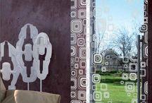 Celoskleněné dveře / Moderní desing, kvalita a bezpečnost jsou charakteristickými znaky celoskleněných dveří. Ve všech svých provedeních se stanou přesvědčivým prvkem bytových interiérů, kanceláří,obchodů a dalších objektů.Tvrzené sklo má vysokou odolnost proti nárazu a v případě rozbití skla nehrozí poranění ostrými střepinami.